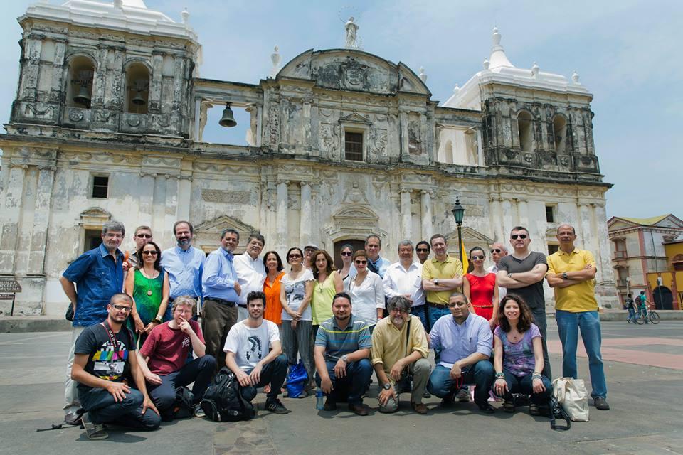 Foto oficial de CACuenta 2014, tomada frente a la Catedral de León, Nicaragua. Daniel Mordzinski.