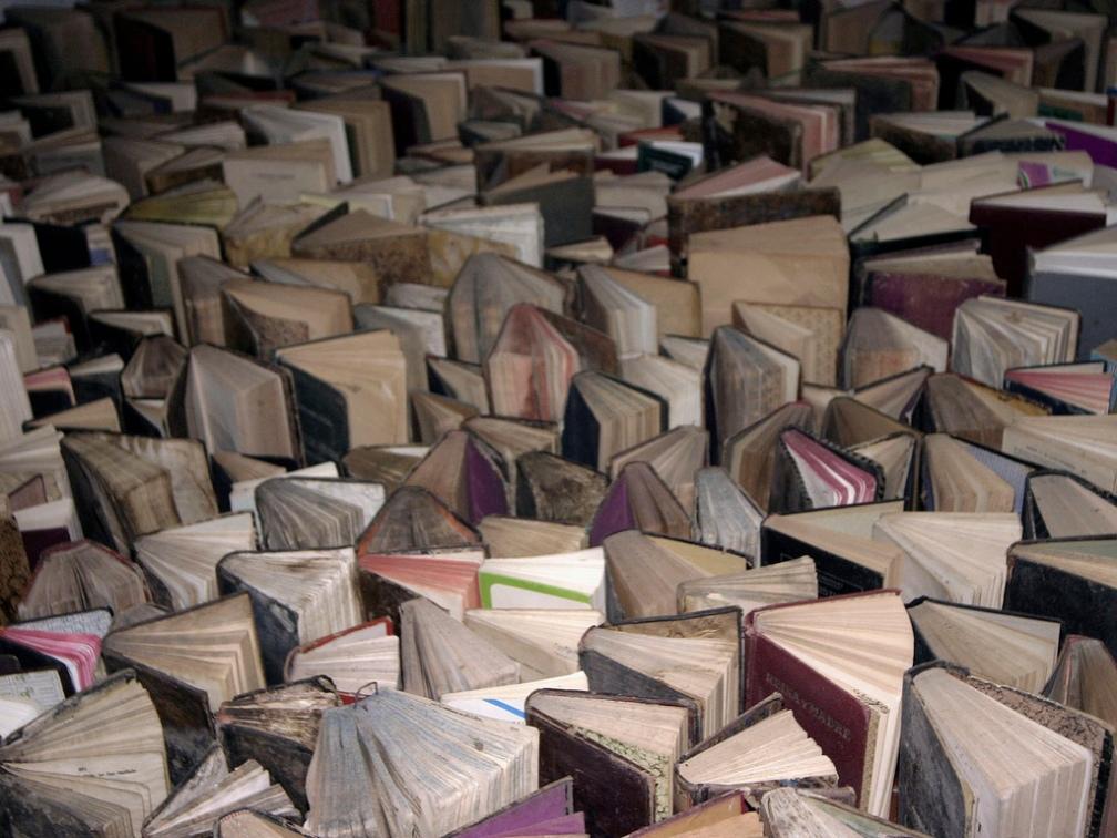 """""""Mar de libros viejos"""", foto de Richie Rich en Flickr. (Licencia Creative Commons CC BY 2.0)"""